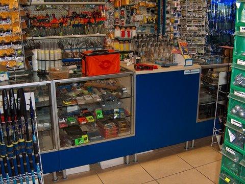 Arredo per pesca zaf pesca arredo negozi prodotti for Arredamento parafarmacia usato