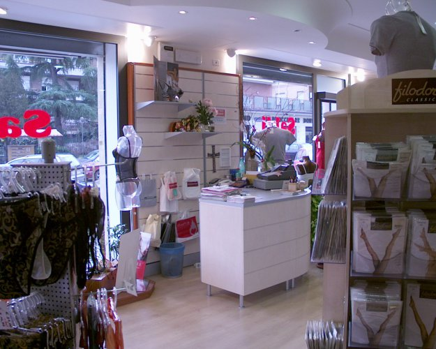 Arredo intimo log intimo arredo negozi prodotti for Arredamento merceria
