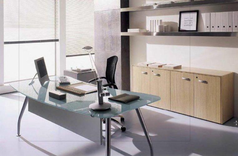 Scrivania direzionale next con piano in vetro bon for Scrivania vetro ufficio
