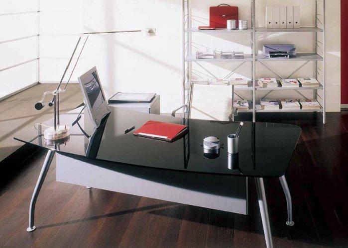 Scrivania direzionale next con piano in vetro bon for Mobili metallici per ufficio
