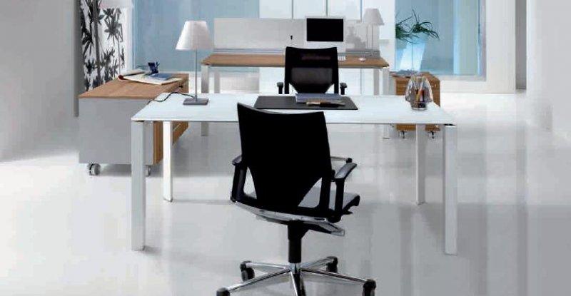 Scrivania presidenziale entity piano in vetro dv for Mobili metallici per ufficio