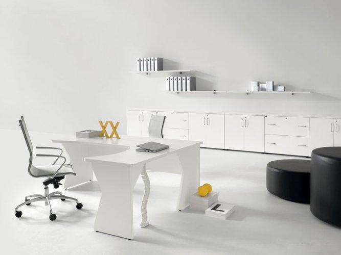 Scrivania mod kompas bianco dr scrivanie operative for Mobili metallici per ufficio