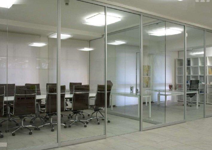 Pareti divisorie monolitiche pareti divisorie mobili for Negozi mobili ufficio