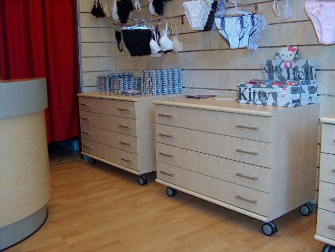 Peperoncino negozio d 39 intimo prodotti appia office for Domus arredamenti trento
