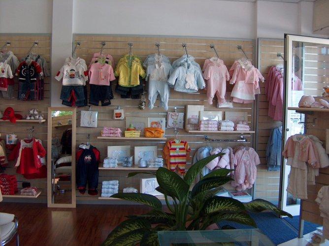 Bimbo bimba abbigliamento per bambini prodotti for Cioccari arredamenti via appia
