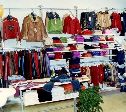 arredamento negozio abbigliamento bambino: 14 arredamento negozio ... - Idee Arredamento Negozio Abbigliamento Bambini