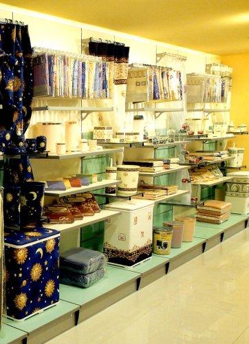 Articoli da regalo casalinghi prodotti appia office arredi negozi scaffali e armadi - Regalo piastrelle da esterno ...