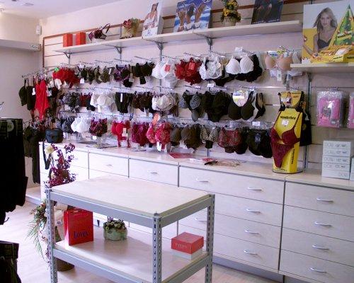 La calze e intimo merceria prodotti appia for Negozi arredamento latina