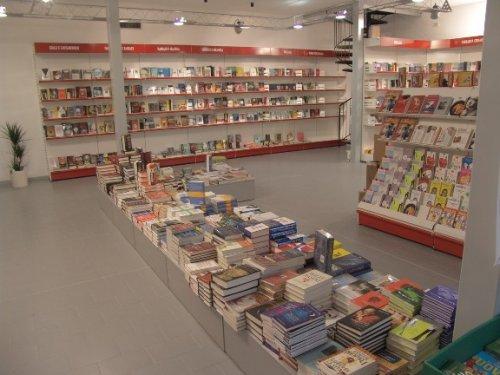 Scaffali Negozio Libreria.Scaffalatura Metallica Self Service Per Librerie Mod